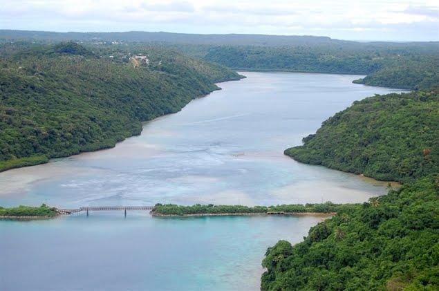 Тонга Вавау лагуна Вайпуа старый мост