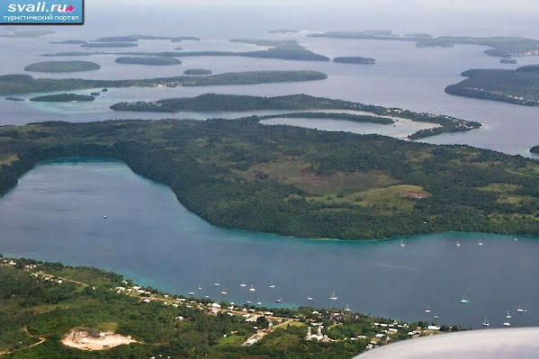 Тонга, архипелаг Вавау, вид сверху на острова Пангаймоту и Утунгаке