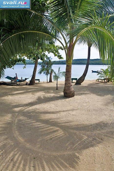 """Тонга, Вавау, остров Утунгаке, пляж курорта """"Tongan Beach Resort"""""""
