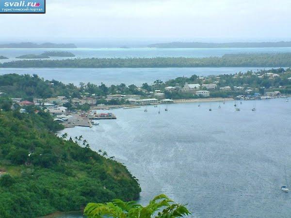 Тонга, остров Вавау город Нейафу, вид на гавань и центр города