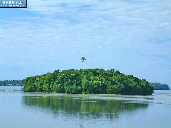 Тонга Вавау лагуна маленький островок в лагуне
