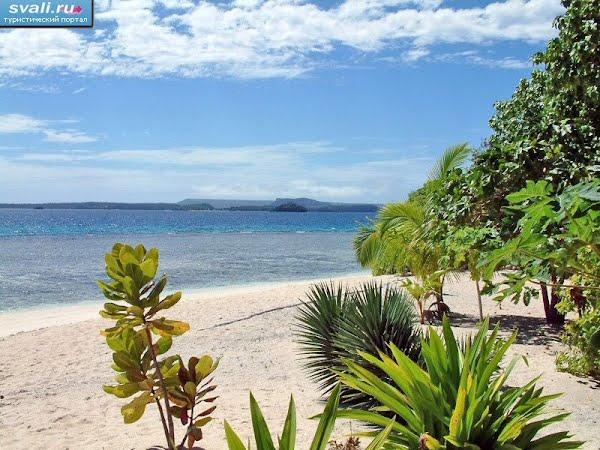 Тонга, остров Вавау, один из песчаных пляжей.