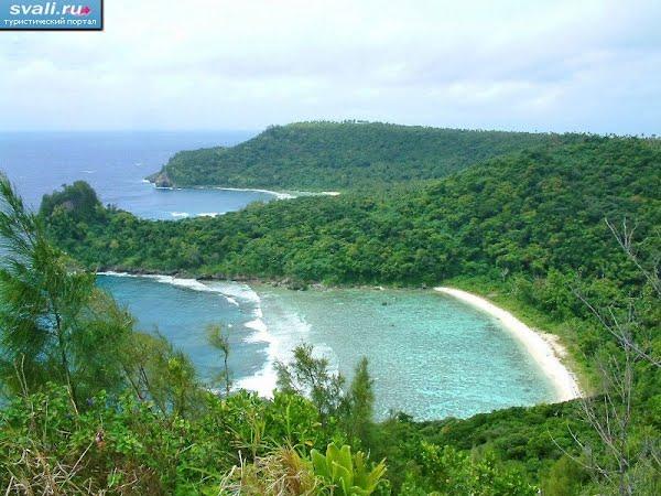 Тонга, остров Вавау, сторона океана, скрытые необитаемые пляжи.